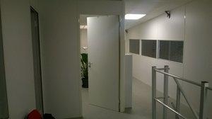 cloison mezzanine de cloisonner cette mezzanine tout en conservant un apport de lumire. Black Bedroom Furniture Sets. Home Design Ideas